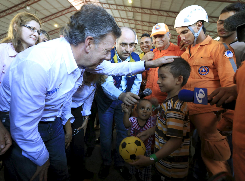 El presidente colombiano Juan Manuel Santos visitando a sus compatriotas expulsados, Cucuta, 26 de agosto de 2015.