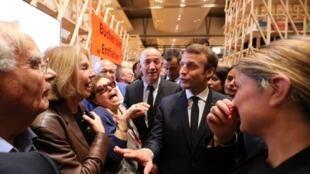 مراسم گشایش رسمی نمایشگاه با حضور امانوئل ماکرون رئیس جمهوری فرانسه و آنگلا مرکل صدراعظم آلمان در حضور حدود ٤٠٠ تن از شخصیت های آلمانی و فرانسوی برگزار شد.