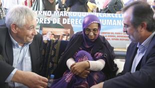 Rencontre entre Guillerme Vazquez, membre d'un parti autonomiste galicien et Aminatou Haidar.