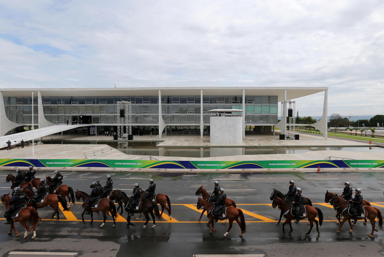 Policiais em frente ao Palácio do Planalto horas antes da cerimônia de posse do presidente Jair Bolsonaro.