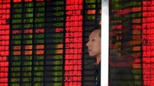 Thị trường chứng khoán Thượng Hải tiếp tục sụt giảm, 02/09/2015.