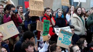 Mobilisation pour le climat vendredi 15 février 2019 devant le ministère de la Transition écologique et solidaire, à Paris.