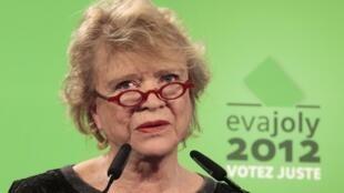 Eva Joly, la candidate d'Europe Ecologie-Les Verts à la présidentielle 2012, lors de ses voeux pour la nouvelle année à Paris, le 5 janvier 2012