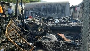 Un incendie a détruit une partie d'un camp de migrants surpeuplé sur l'île grecque de Samos, le 14 octobre 2019.