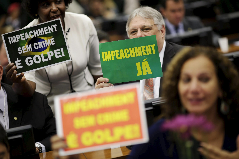 Des députés de la commission parlementaire spéciale lors des débats, lundi 11 avril, à Brasilia.