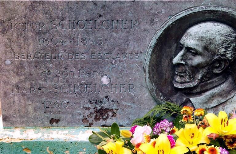 Ngôi mộ của Victor Schoelcher tại Paris. Ông là một trong những người đấu tranh mạnh mẽ nhất để bãi bỏ chế độ nô lệ ở Pháp.