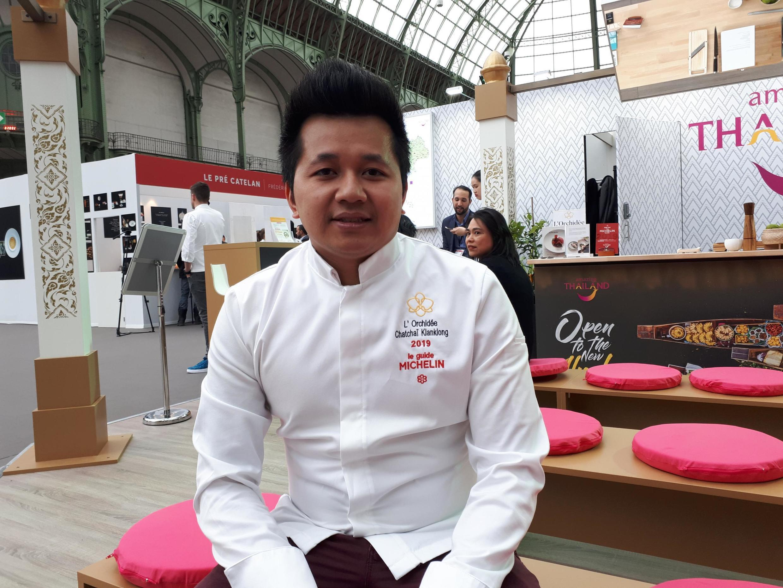 Đầu bếp Chatchai Klanklong, nhà hàng L'Orchidée vừa gia nhập đội ngũ những ngôi sao vào Guide Michelin 2019.