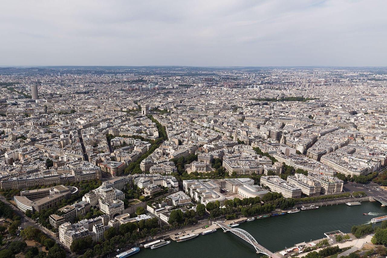 Thành phố Paris nhìn từ tầng 3 tháp Eiffel.