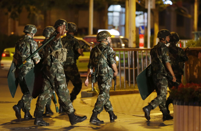 Военизированный патруль в Кашгаре, июнь 2013 г.  (архив)