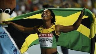 La jamaicana Shelly-Ann Fraser-Pryce celebra su victoria, este 12 de agosto de 2013 en Moscú.