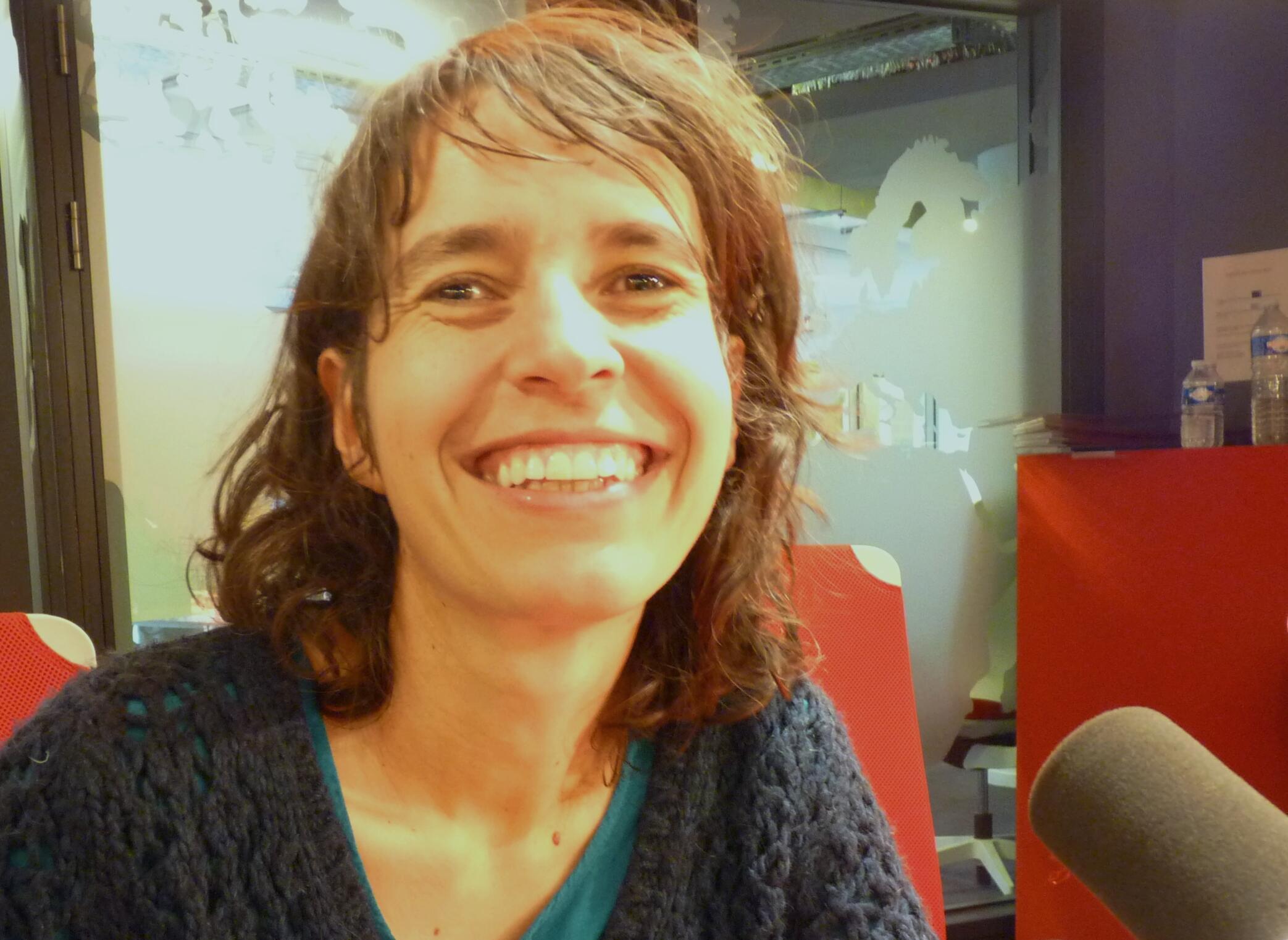 La violinista francesa Amandine Beyer en los estudios de RFI.