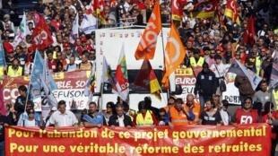 Người lao tại Marseille đi biểu tình chống lại dự luật cải cách hưu bổng, ngàu 12 tháng mười 2010.