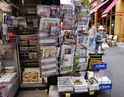 Chaque jour, RFI propose des revues de presse française, africaine et aux Amériques, ainsi qu'une revue de presse hebdomadaire aux Balkans.