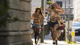 Integrantes do movimento Femen protestam contra o que chamam de ditadura e repressão política na Ucrânia diante da embaixada ucraniana em Berlim nesta quinta-feira, 29 de agosto de 2013.