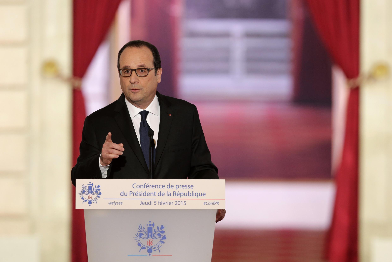 O presidente François Hollande durante sua primeira coletiva depois dos atentados.
