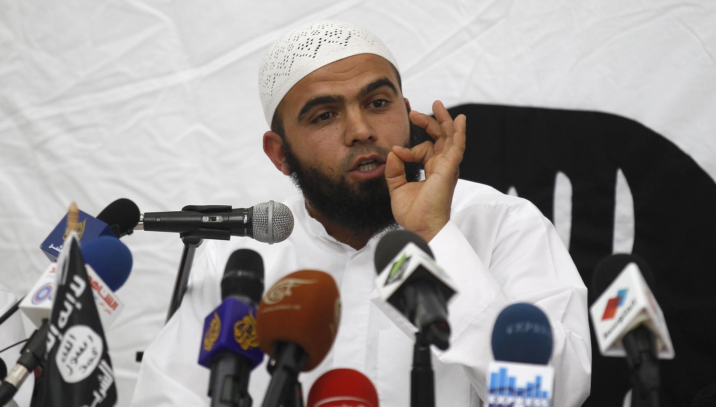 Saif Eddine Erais, le porte-parole du groupe jihadiste Ansar al-Charia lors de sa conférence de presse, le 16 mai 2013 à Tunis.