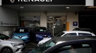 Quelque 400.000 véhicules attendent sur les parkings des concessionnaires d'être vendus.