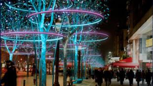 La avenida de los Campos Elíseos iluminada. Diciembre  2011