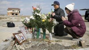 Người dân Nhật Bản tưởng niệm các nạn nhân trong trận tam tai sóng thần - động đất và nổ lò hạt nhân tại Fukushima cách đây 5 năm.