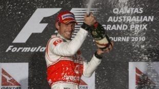 Button ao vencer o GP de Austrália.