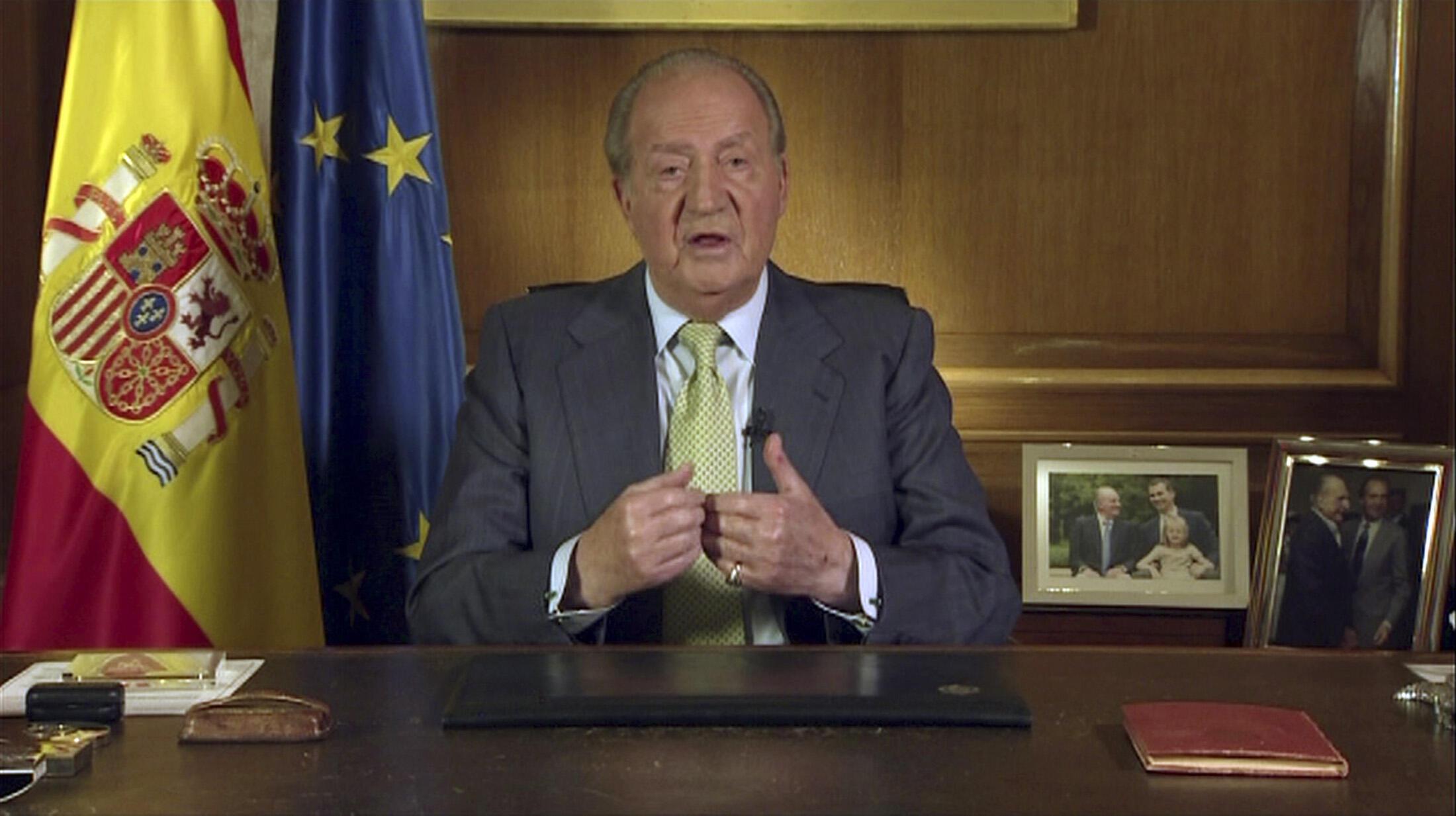 O rei espanhol Juan Carlos anuncia na TV sua abdicação, no Palácio Zarzuela, nesta segunda-feira, 2 de junho de 2014.