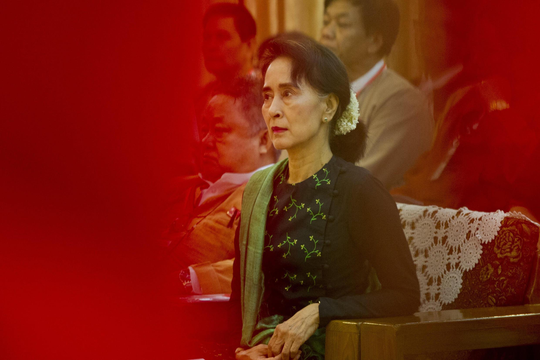 Aung San Suu Kyi chủ tịch Liên Đoàn Quốc Gia vì Dân Chủ Miến Điện trước ngày đầu tiên phiên tòa 14/06/2021.