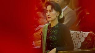 La ex dirigente birmana Aung San Suu Kyi, el 20 de junio de 2015 en Rangún, Birmania