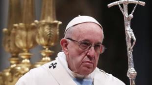 Papa Francis katika Kanisa kuu ya Mtakatifu Petro katika mji wa Roma, Januari 1, 2019.
