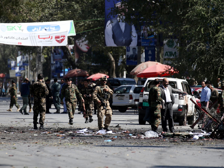 پلیس امنیتی افغان در محل انفجار تروریستی، در ناحیه نهم شهر کابل. سهشنبه ٢۶ شهریور/ سنبله - ۱٧ سپتامبر ٢٠۱٩