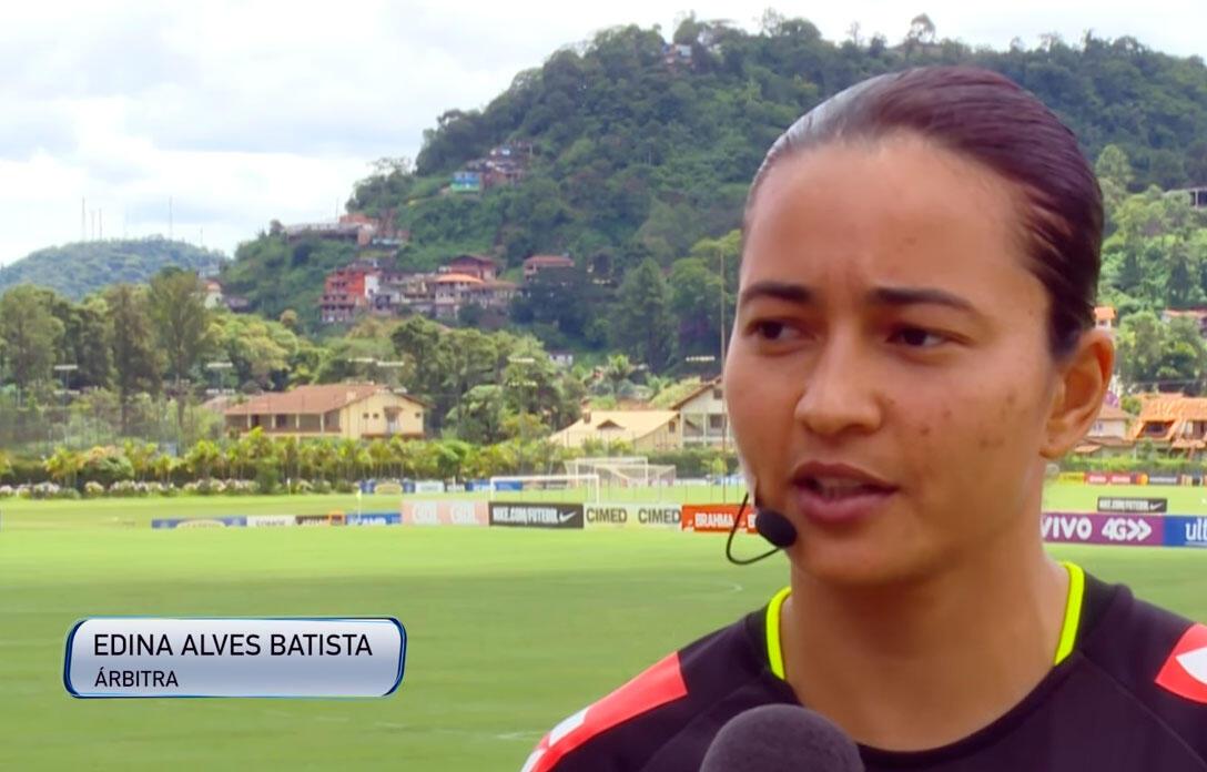 A árbrita Edina Alves Batista