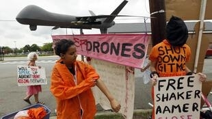 Giới bảo vệ nhân quyền biểu tình phản đối các phi vụ drone - REUTERS /Kevin Lamarque