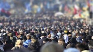 آیتالله علی خامنهای، رهبر جمهوری اسلامی ایران، بارها نسبت به لزوم افزایش رشد جمعیت در ایران و فرزندآوری تاکید کرده است.