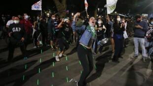 Plaza Italia, à Santiago du Chili. Les Chiliens ont massivement approuvé par référendum, le 25 octobre 2020 un changement de Constitution.
