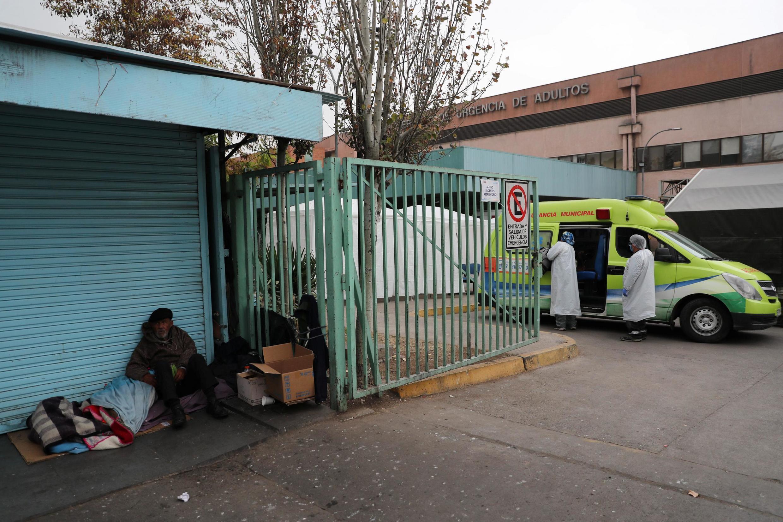Dans une rue de Santiago, près de l'hôpital public San Jose, le 28 mai 2020.