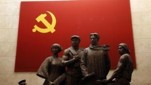 Tại một cuộc triển lãm ở Thượng Hải nhằm chuẩn bị cho Đại hội Đảng Cộng sản Trung Quốc.