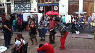 Afrodescendants qui jouent du tambour dans le quartier de San Telmo à Buenos Aires.