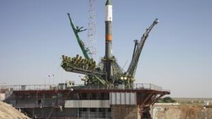 Le cargo Progress sur son pas de tir, dans la station de Baïkonour au Kazakhstan, juste avant son décollage réussi.