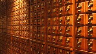 Quelques-uns des milliers de tiroirs renfermant les 14 millions de fiches du Mundaneum.