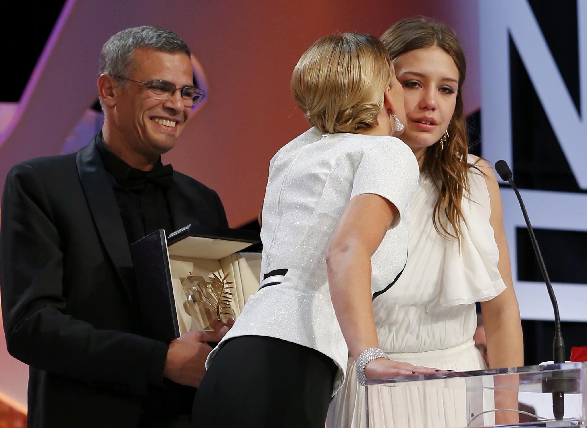 Happy Days - Abdellatif Kechiche, Léa Seydoux et Adèle Exarchopoulos receive the golden palm at Cannes