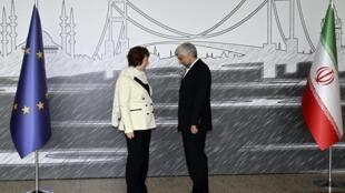 Кэтрин Эштон, глава европейской дипломатии, и Саед Джалили, иранский переговорщик на встрече в Стамбуле 14 апреля 2012 г.