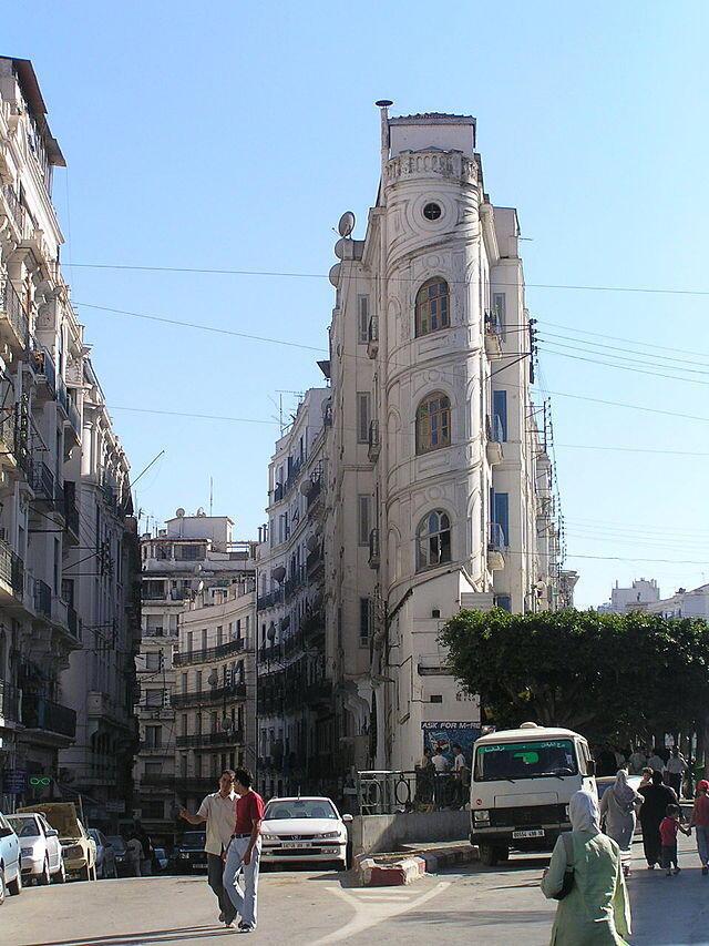 Imagem do centro de Alger, onde o pânico tomou conta da população depois de um terremoto