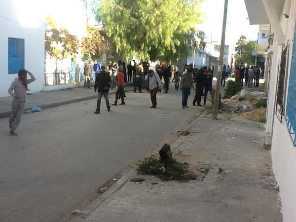 Photo postée sur Twitter par le correspondant de RFI à Tunis, David Thomson, qui a été blessé par des balles de plomb tirées par la police.