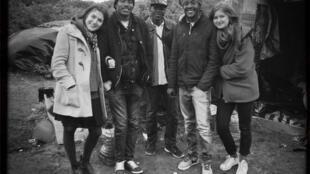 Musiciens migrants et bénévoles à Calais.