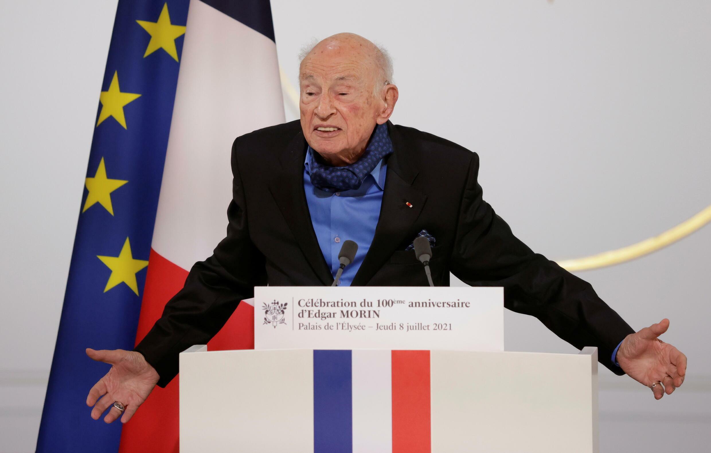 Triết gia Edgar Morin trên diễn đàn tại phủ tổng thống Pháp, nhân dịp mừng sinh nhật ông 100 tuổi, Paris, ngày 08/07/2021.