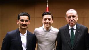 El presidente turco recibió en mayo a dos jugadores alemanes de origen turco: Ilkay Gundogan y Mesut Ozil.