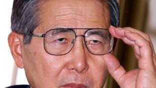 El expresidente peruano Alberto Fujimori concede una entrevista a la AFP en un hotel de Tokio el 27 de noviembre de 2000