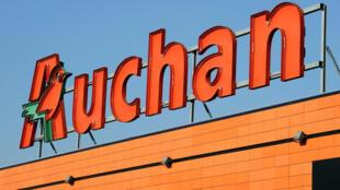Le groupe français Auchan a annoncé vendredi un plan de «redressement» de son pôle distribution qui passera par une réforme en profondeur de ses hypermarchés et des coupes financières.