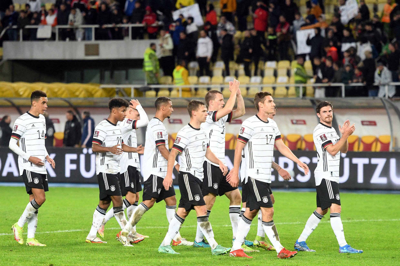 Les joueurs de l'équipe d'Allemagne à l'issue de leur victoire 4-0 face à la Macédoine du Nord le 11 octobre 2021 à Skopje