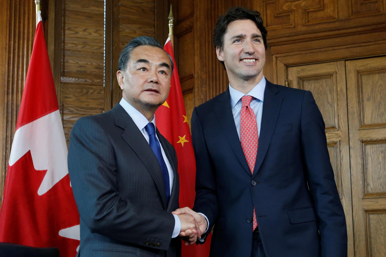 资料图片:加拿大总理杜鲁多2016年6月1日与到访的中国文章王毅会晤。