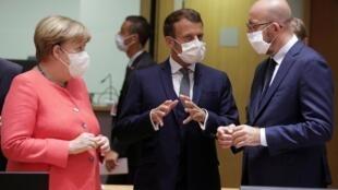 Shugabar gwamnatin Jamus Angela Merkel da takwaranta na Faransa Emmanuel Macron da shugaban Majalisar Turai Charles Michel.